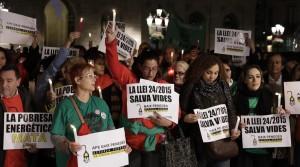 BARCELONA 16 11 2016  Sociedad   Concentracion este miercoles a las 20 00 horas en la plaza de Sant Jaume en protesta abuela muerta en reus a la que habian cortado la luz    pobreza energetica      FOTO de FERRAN NADEU