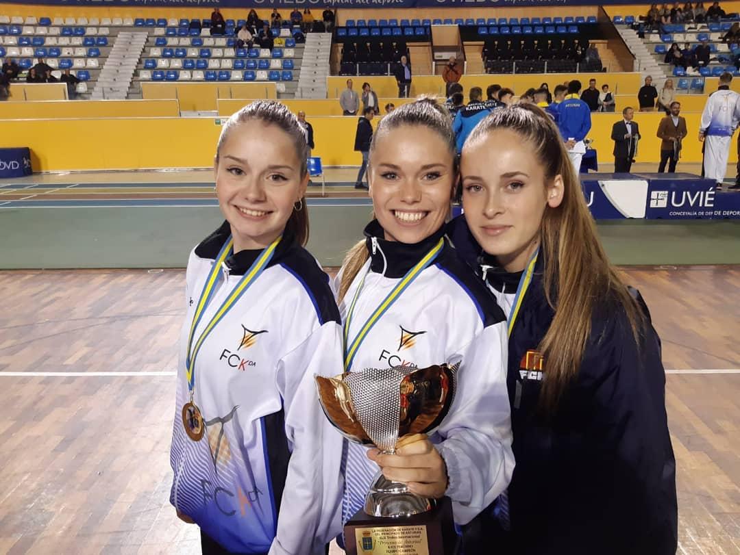 Resultat d'imatges de L'equip de kata sènior femení del Karate Montornès, sub-campió d'Espanya